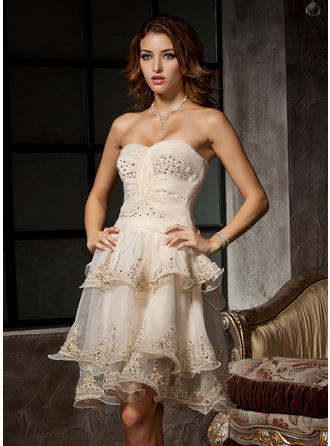 A-Line/Princess Sweetheart Knee-Length Organza Homecoming Dresses With Ruffle Beading Appliques Lace