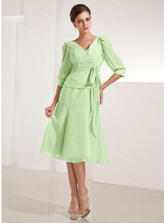 A-Line/Princess V-neck Chiffon 3/4 Sleeves Knee-Length Ruffle Bow(s) Mother of the Bride Dresses