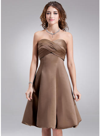 Satin Sleeveless Empire Bridesmaid Dresses Sweetheart Ruffle Knee-Length