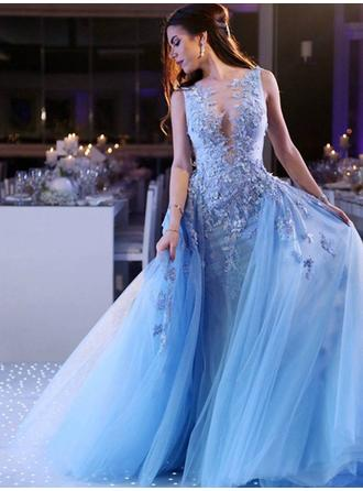 Tulle Sleeveless Ball-Gown Prom Dresses Scoop Neck Appliques Lace Sweep Train
