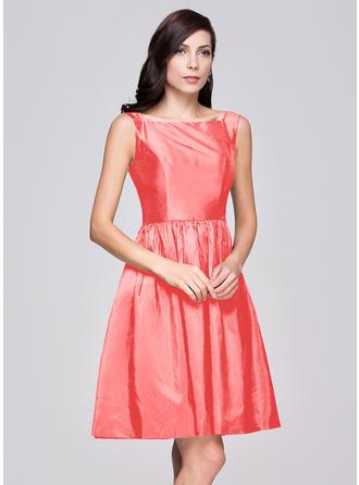 A-Line/Princess Taffeta Bridesmaid Dresses Ruffle Square Neckline Sleeveless Knee-Length