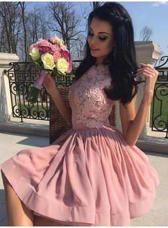 A-Line/Princess Scoop Neck Knee-Length Chiffon Homecoming Dresses With Ruffle Appliques Lace