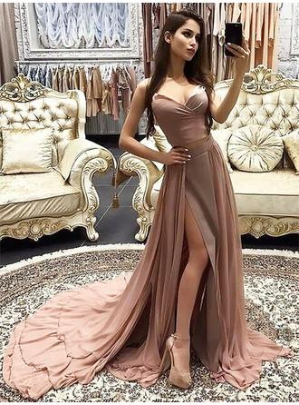 A-Line/Princess Chiffon Prom Dresses Luxurious Court Train Sweetheart Sleeveless