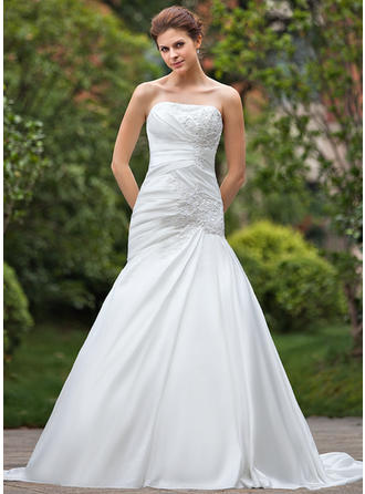 A-Line/Princess Chapel Train Wedding Dress With Ruffle Beading Appliques Lace