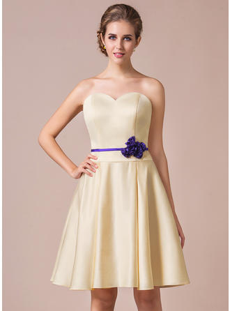 Satin Sleeveless A-Line/Princess Bridesmaid Dresses Sweetheart Sash Flower(s) Knee-Length