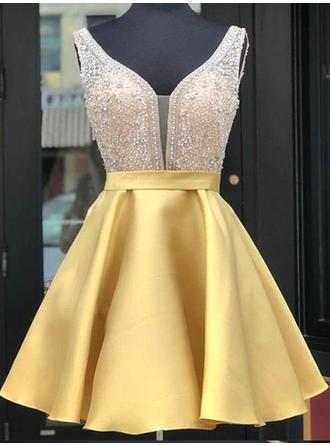 A-Line/Princess Short/Mini Satin V-neck Homecoming Dresses