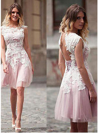 A-Line/Princess Scoop Neck Knee-Length Tulle Cocktail Dresses With Appliques Lace