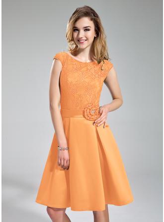 Satin Lace Sleeveless A-Line/Princess Bridesmaid Dresses Scoop Neck Beading Flower(s) Knee-Length