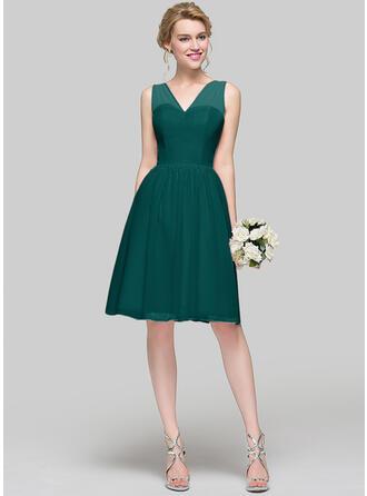 A-Line/Princess V-neck Knee-Length Chiffon Bridesmaid Dress With Bow(s)