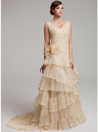 Organza A-Line/Princess Sweep Train Sweetheart Wedding Dresses