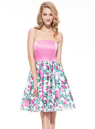 Satin Sleeveless A-Line/Princess Prom Dresses Strapless Knee-Length