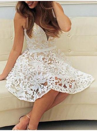 A-Line/Princess Sash Lace Homecoming Dresses V-neck Sleeveless Short/Mini