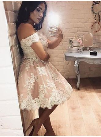 A-Line/Princess Off-the-Shoulder Lace Sleeveless Knee-Length Homecoming Dresses