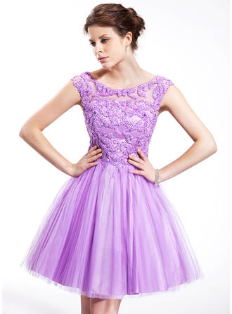 A-Line/Princess Scoop Neck Knee-Length Tulle Homecoming Dresses With Beading Sequins
