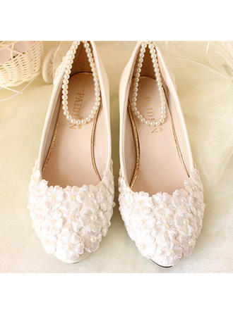 Women's Closed Toe Pumps Low Heel Patent Leather With Imitation Pearl Applique Wedding Shoes