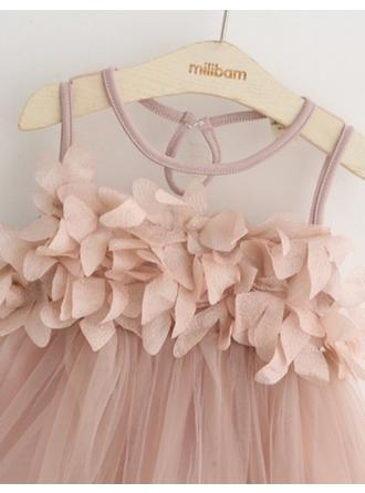 A-Line/Princess Scoop Neck Knee-length With Rose Petals Tulle Flower Girl Dress