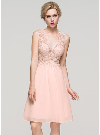 A-Line/Princess V-neck Chiffon Sleeveless Knee-Length Homecoming Dresses