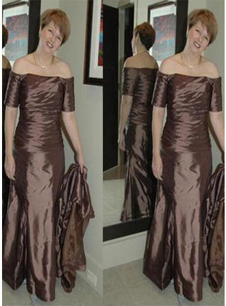 A-Line/Princess Strapless Taffeta Glamorous Mother of the Bride Dresses
