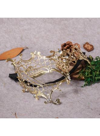 Upea Metalliseos Naamarit (Myyty yhtenä palana)