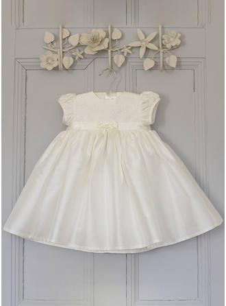 Scoop Neck A-Line/Princess Flower Girl Dresses Satin Flower(s) Short Sleeves Knee-length (010216580)