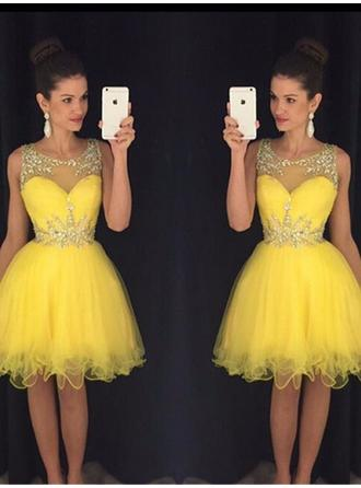 A-Line/Princess Scoop Neck Knee-Length Cocktail Dresses With Beading Sequins
