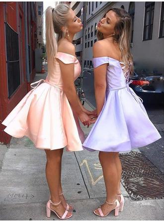 A-Line/Princess Short/Mini Satin Off-the-Shoulder Homecoming Dresses