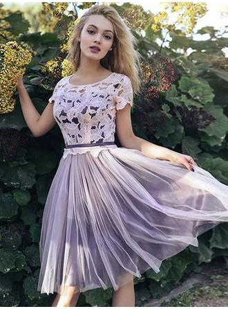 A-Line/Princess Scoop Neck Knee-Length Homecoming Dresses With Lace Sash