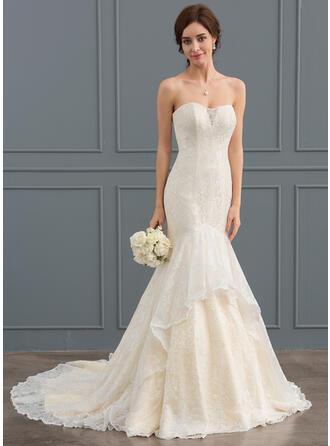 Trumpet/Mermaid Sweetheart Court Train Lace Wedding Dress