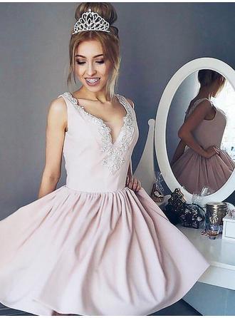 A-Line/Princess V-neck Satin Sleeveless Short/Mini Appliques Lace Homecoming Dresses (022212694)