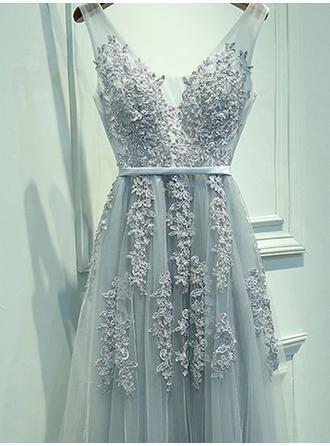 A-Line/Princess V-neck Floor-Length Tulle Prom Dress With Sash Appliques Lace