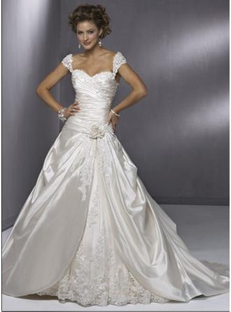 A-Line/Princess Sweetheart Court Train Wedding Dresses With Ruffle Lace Flower(s)