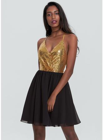 Chiffon Spaghetti Straps A-Line/Princess V-neck Homecoming Dresses