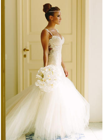 Trumpet/Mermaid Sweetheart Court Train Wedding Dress With Appliques Lace