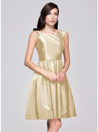 A-Line/Princess Taffeta Bridesmaid Dresses Ruffle Square Neckline Sleeveless Knee-Length