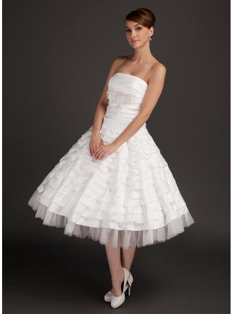 A-Line/Princess Tea-Length Wedding Dress With Ruffle Beading Appliques Lace