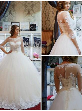 Scoop Ball-Gown Wedding Dresses Tulle Appliques Lace Half Sleeves Sweep Train