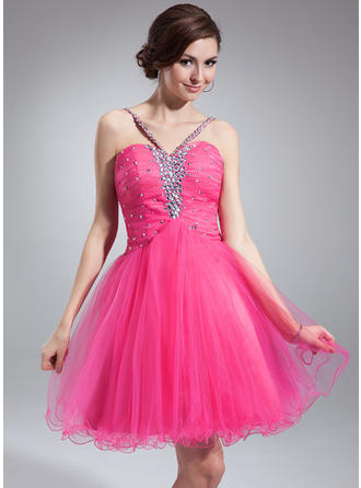 A-Line/Princess V-neck Short/Mini Tulle Homecoming Dresses With Ruffle Beading