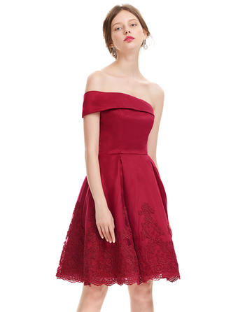 A-Line/Princess One-Shoulder Satin Knee-Length Homecoming Dresses