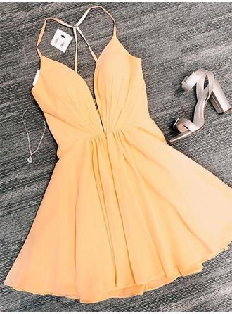 Ruffle V-neck Chiffon A-Line/Princess Homecoming Dresses