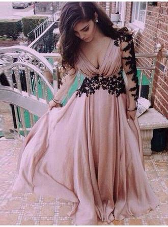 A-Line/Princess V-neck Floor-Length Chiffon Prom Dress With Appliques Lace