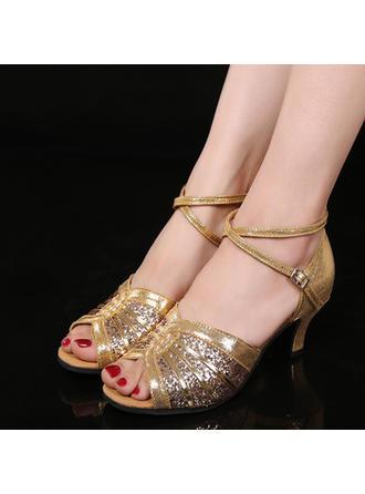 المرأة لاتينية كعوب جلدي بريق يتلألأ مع مشبك أحذية رقص