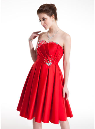 A-Line/Princess Sweetheart Knee-Length Satin Homecoming Dresses With Ruffle Beading