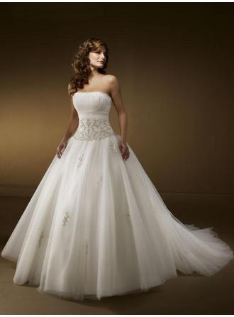 A-Line/Princess Strapless Chapel Train Wedding Dresses With Ruffle Appliques Lace