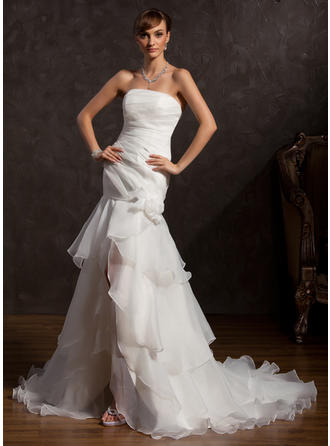 Luxurious Asymmetrical Trumpet/Mermaid Wedding Dresses Strapless Organza Sleeveless
