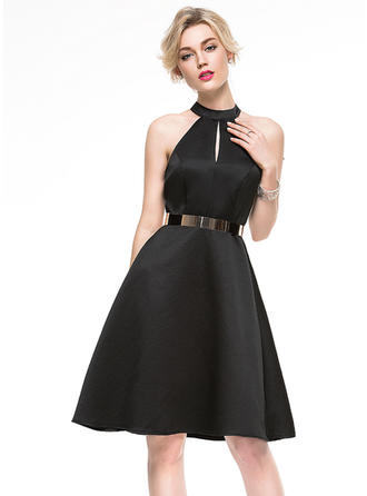 A-Line/Princess Scoop Neck Knee-Length Satin Cocktail Dress With Lace