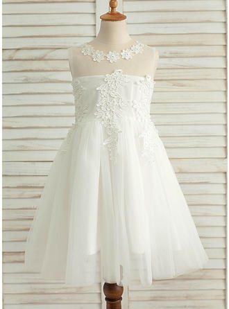 A-Line/Princess Scoop Neck Knee-length With Appliques Satin/Tulle Flower Girl Dresses