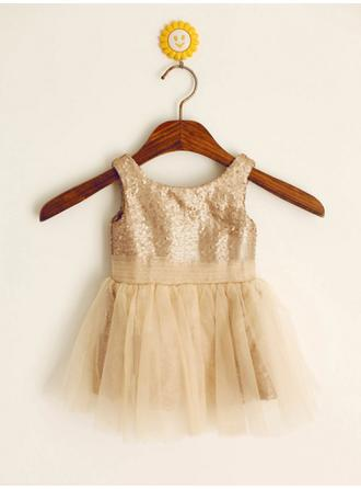A-Line/Princess Scoop Neck Knee-length With Pleated Tulle/Sequined Flower Girl Dresses