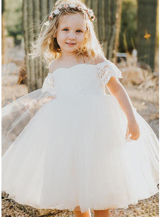 A-Line/Princess Scoop Neck Knee-length Tulle Short Sleeves Flower Girl Dresses