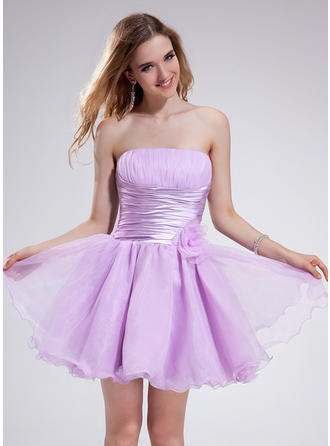 A-Line/Princess Strapless Short/Mini Organza Homecoming Dresses With Ruffle Flower(s)