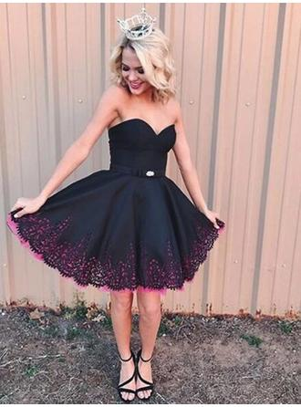 A-Line/Princess Lace Beading Satin Homecoming Dresses Sweetheart Sleeveless Short/Mini